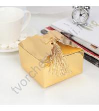 Коробка картонная с кисточкой, 9х9х5.5 см, цвет фольгированное золото