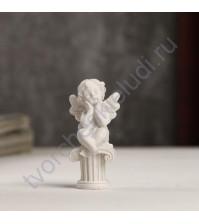 Декоративная фигурка Белоснежный ангелок на колонне, полимерная смола, 5.5х2.4х2.6 см